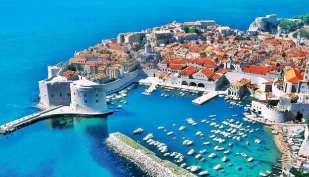 https://cdn2.hubspot.net/hubfs/5873592/itinerary/photos3/Dubrovnik1_Croatia_Itinerary_Main.jpeg