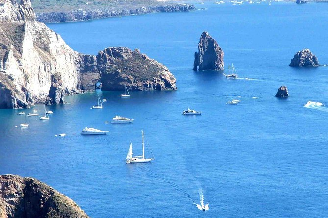 https://cdn2.hubspot.net/hubfs/5873592/itinerary/photos3/LipariIsland1_Italy_Itinerary_Main.jpg