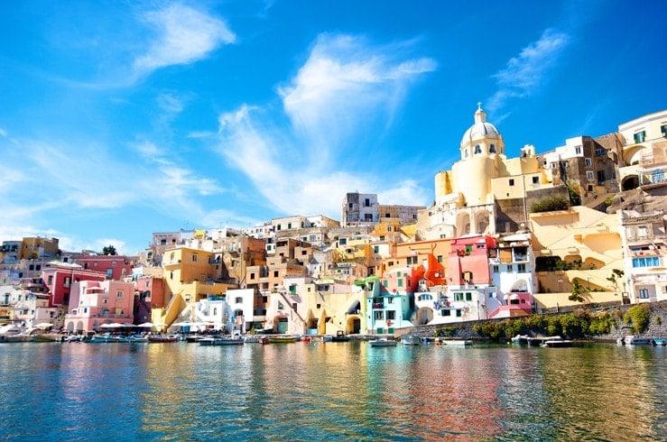 https://cdn2.hubspot.net/hubfs/5873592/itinerary/photos3/Naples1_Italy_Itinerary_Main.jpg