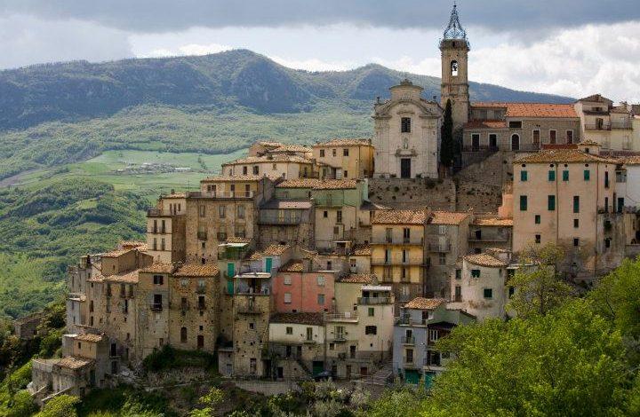 https://cdn2.hubspot.net/hubfs/5873592/itinerary/photos3/Pescara1_Italy_Itinerary_Main.jpg