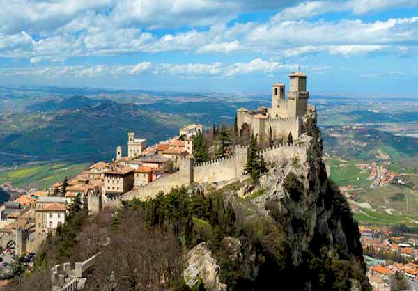 https://cdn2.hubspot.net/hubfs/5873592/itinerary/photos3/SanMarino1_Italy_Itinerary_Main.jpg
