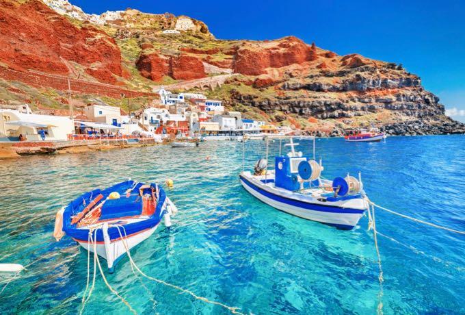 https://cdn2.hubspot.net/hubfs/5873592/itinerary/photos3/Santorini1_Greece_Itinerary_Main.jpg