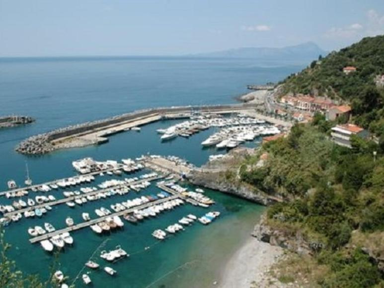 https://cdn2.hubspot.net/hubfs/5873592/itinerary/photos3/Sapri1_Italy_Itinerary_Main.jpg