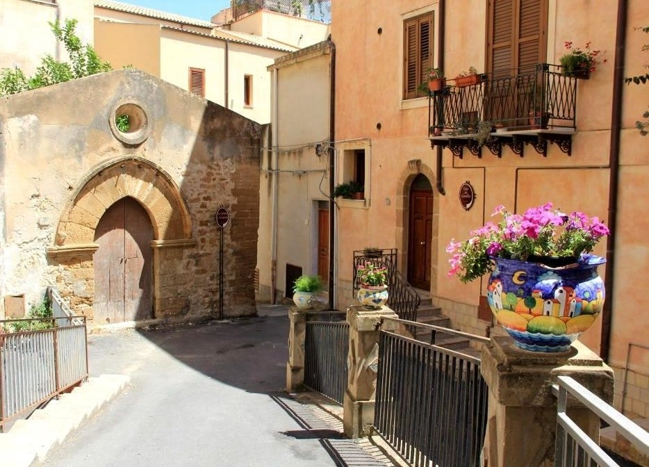 https://cdn2.hubspot.net/hubfs/5873592/itinerary/photos3/Sciacca1_Italy_Itinerary_Main.jpg