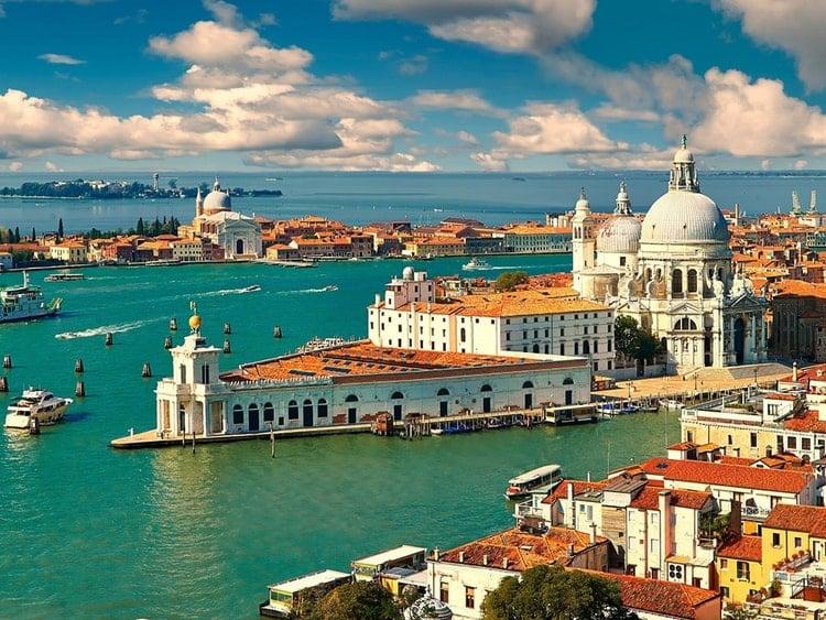 https://cdn2.hubspot.net/hubfs/5873592/itinerary/photos3/Venice1_Italy_Itinerary_Main.jpg